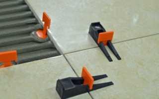 Система выравнивания плитки: укладка с помощью клиньев и зажимов