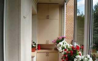Угловые шкафы на балкон (33 фото): встроенные модели на лоджию