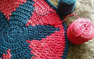 Ковер, вязаный крючком (46 фото): прикроватные коврики из трикотажной пряжи прямоугольной, квадратной и круглой формы на пол в интерьере спальни