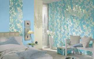 Бирюзовые обои (43 фото): сочетание голубого и коричневого цвета стен в гостиной
