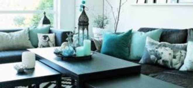 Гостиная в бирюзовых тонах (43 фото): особенности цвета «бирюза» в дизайне интерьера, красивые сочетания с коричневыми и бежевыми оттенками