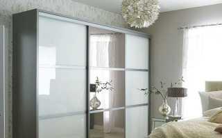 Шкаф-купе с зеркалом в спальню (26 фото): зеркальный шкаф с рисунком