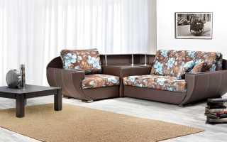 Угловой диван со столиком: в углу и в подлокотнике