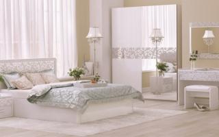Белый спальный гарнитур (55 фото): белый глянец и винтажный с серебром в интерьере