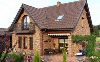 Проекты кирпичных домов с мансардой (58 фото): красивые варианты коттеджей из желтого кирпича с деревянным фасадом