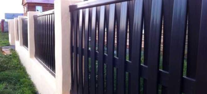 Пластиковый забор (45 фото): конструкции из ПВХ и стеклопластика