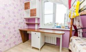 Угловой стол для школьника (77 фото): письменный столик с полками возле окна в детскую комнату