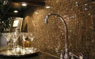 Мозаика на фартук в кухне (115 фото): керамическая и стеклянная мозаичная плитка на кухонную стену