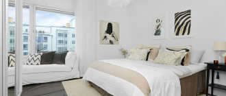 Светлая спальня (110 фото): дизайн интерьера в пастельных тонах с темной кроватью