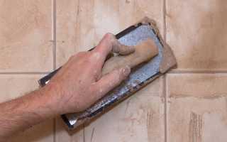 Как затирать швы на плитке: как правильно разводить и работать шпателем
