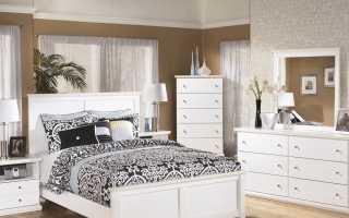 Белый комод в спальне: белый глянец и комбинация коричневого цвета с белым