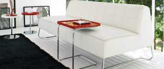 Маленький журнальный столик (39 фото): небольшой мини-стол в гостиную в стиле«классика»