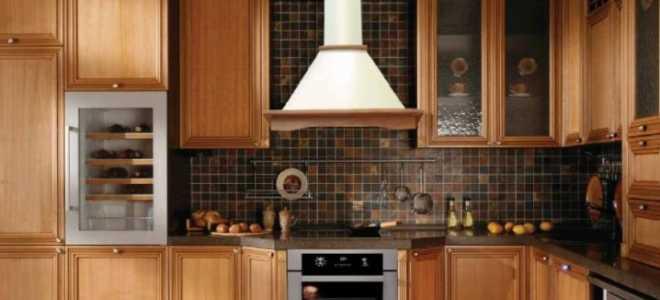 Вытяжки в интерьере кухни (47 фото): стеклянные и медные