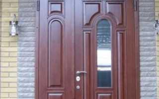 Входные металлические двухстворчатые двери: уличные белые и черные варианты, двустворчатые железные модели