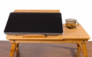 Как выбрать столик для ноутбука в кровать