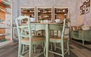 Столы и стулья в стиле «прованс»: белые деревянные столики на веранду
