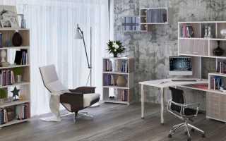 Письменный стол со стеллажом: перегородка из стеллажа около стола