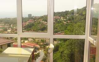 Панорамное остекление балкона (64 фото): дизайн лоджии и окна в квартире, плюсы и минусы