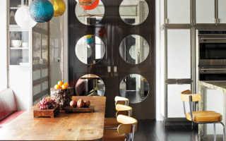 Двери с зеркалом (41 фото): межкомнатные подвесные двери с зеркалом ромбами с одной стороны, зеркальные конструкции в кладовку