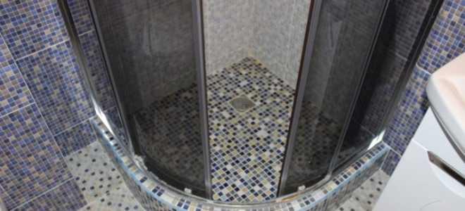 Поддон для душа из мозаики (33 фото): поддон на пол в душевой кабине из плитки