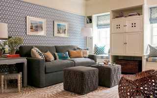 Белые обои (60 фото): варианты с серебристым и красным рисунком для стен в гостиной