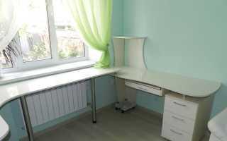 Угловой письменный стол для двоих детей (38 фото): детский компьютерный стол-парта