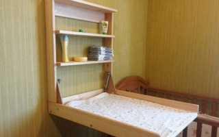 Настенный пеленальный столик (19 фото): плюсы откидных моделей на стену