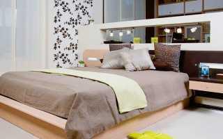 Кровати с тумбочками: спальные места с прикроватными тумбами сбоку, цельная мебель